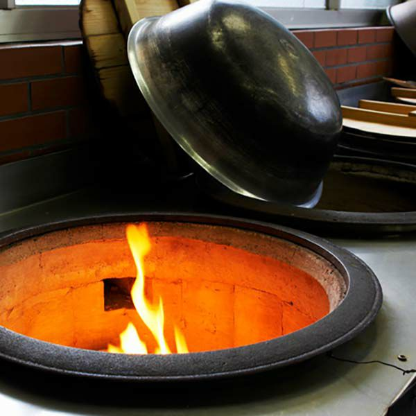 昔ながらの火と釜